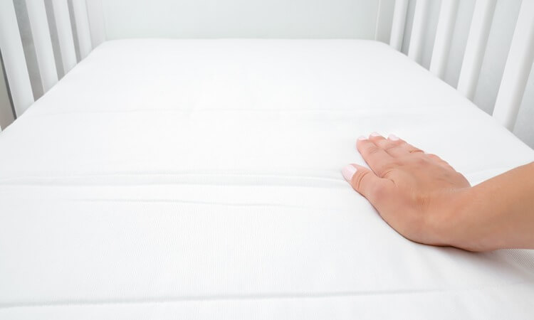 How Big Is A Baby Crib Mattress? – A Sizing Guide