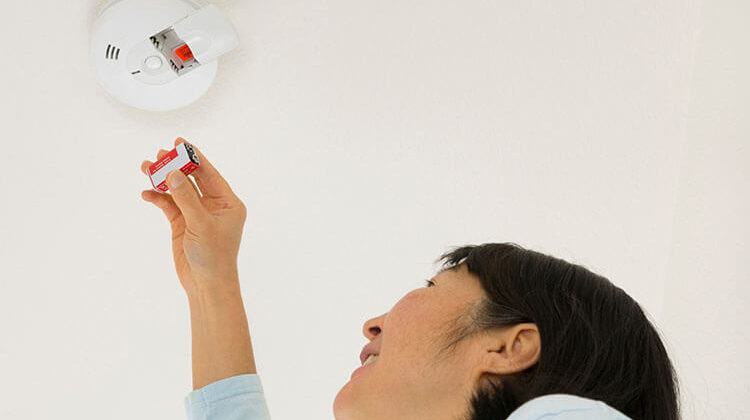 How To Change The Battery In Smoke Detectors
