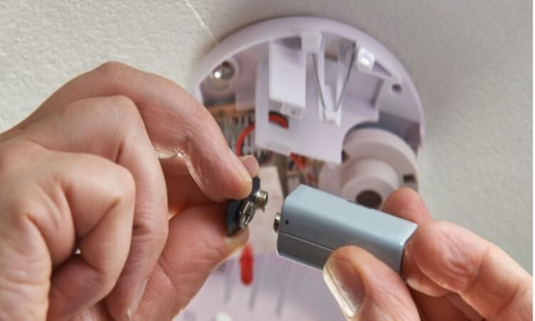 How To Open The Battery Door On A First Alert Smoke Alarm