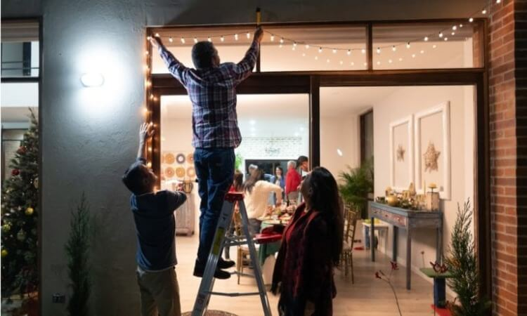 How To Secure Outdoor Christmas Lights