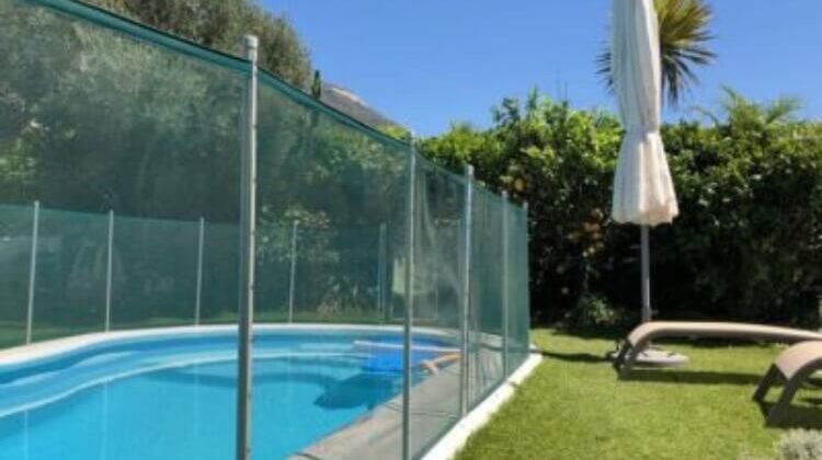 The-7-Best-Pool-Safety-Fences-For-Pool-Owners